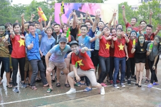 Bunpymay and Water festival - Multi-color festivals for Laos students